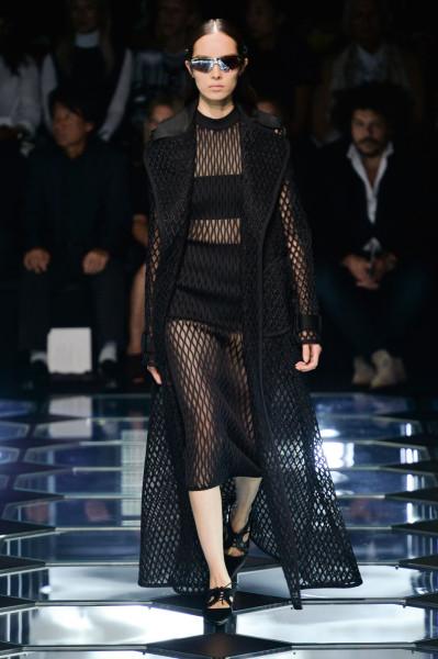 Défilé Balenciaga prêt-à-porter printemps été 2015 - matrix revival - mode résille