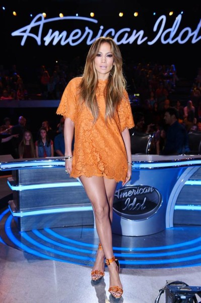 robe trop courte Jennifer Lopez - robe qui remonte - problème fesses rebondies